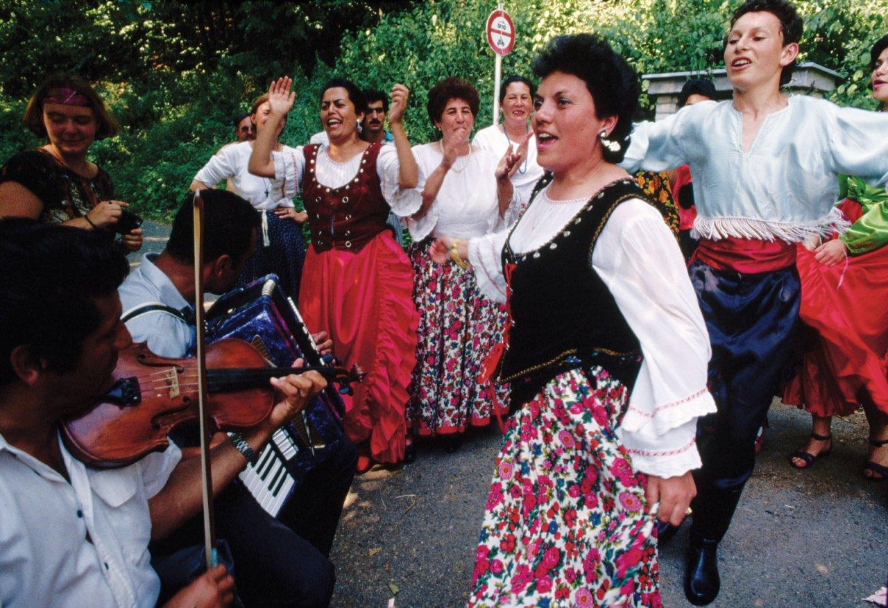 вот господин фотографии румынских цыган этом