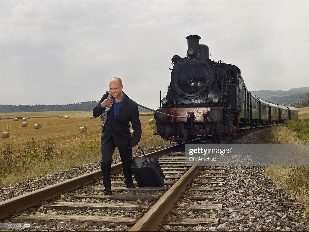 Картинки человек тащит поезд